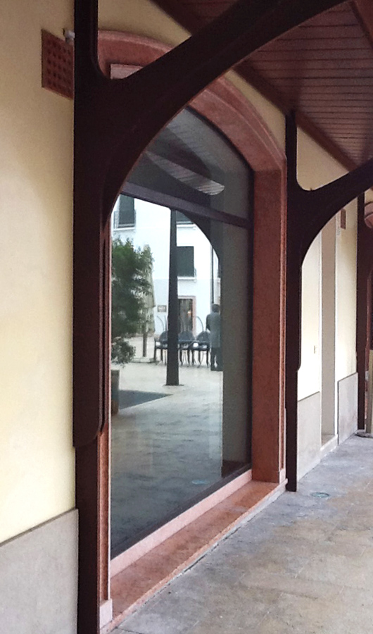 Università di Treviso cornice vetrine