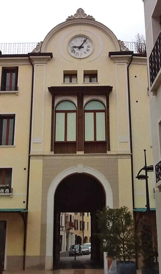 Universita' di Treviso decorazioni in marmo