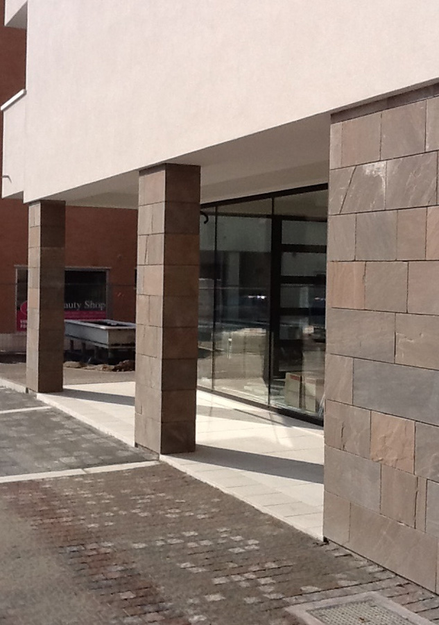 Parete e colonne in marmo Montebelluna
